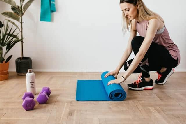 rutina de ejercicios con bandas elásticas para mujeres en casa