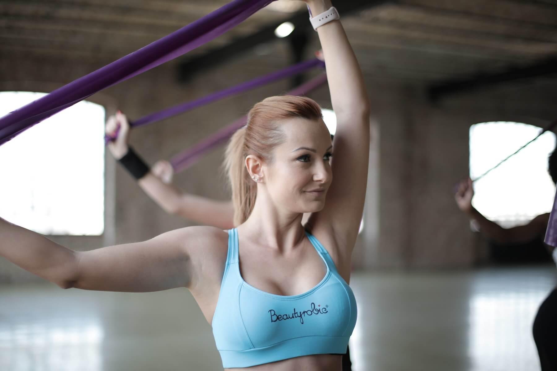 rutina de ejercicios para mujeres con bandas elásticas